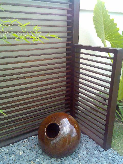 timber-screen-burmese-pot-display.jpg