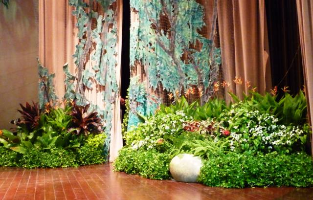Event Display - Tropical Theme On Stage Design