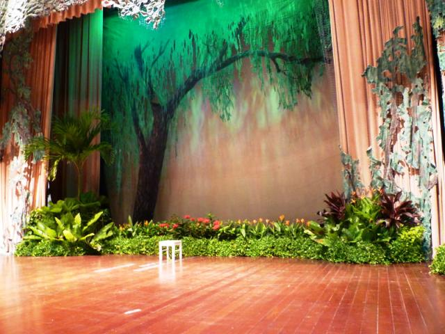 Event-Display-Tropical-Theme-On-Stage-Grouping