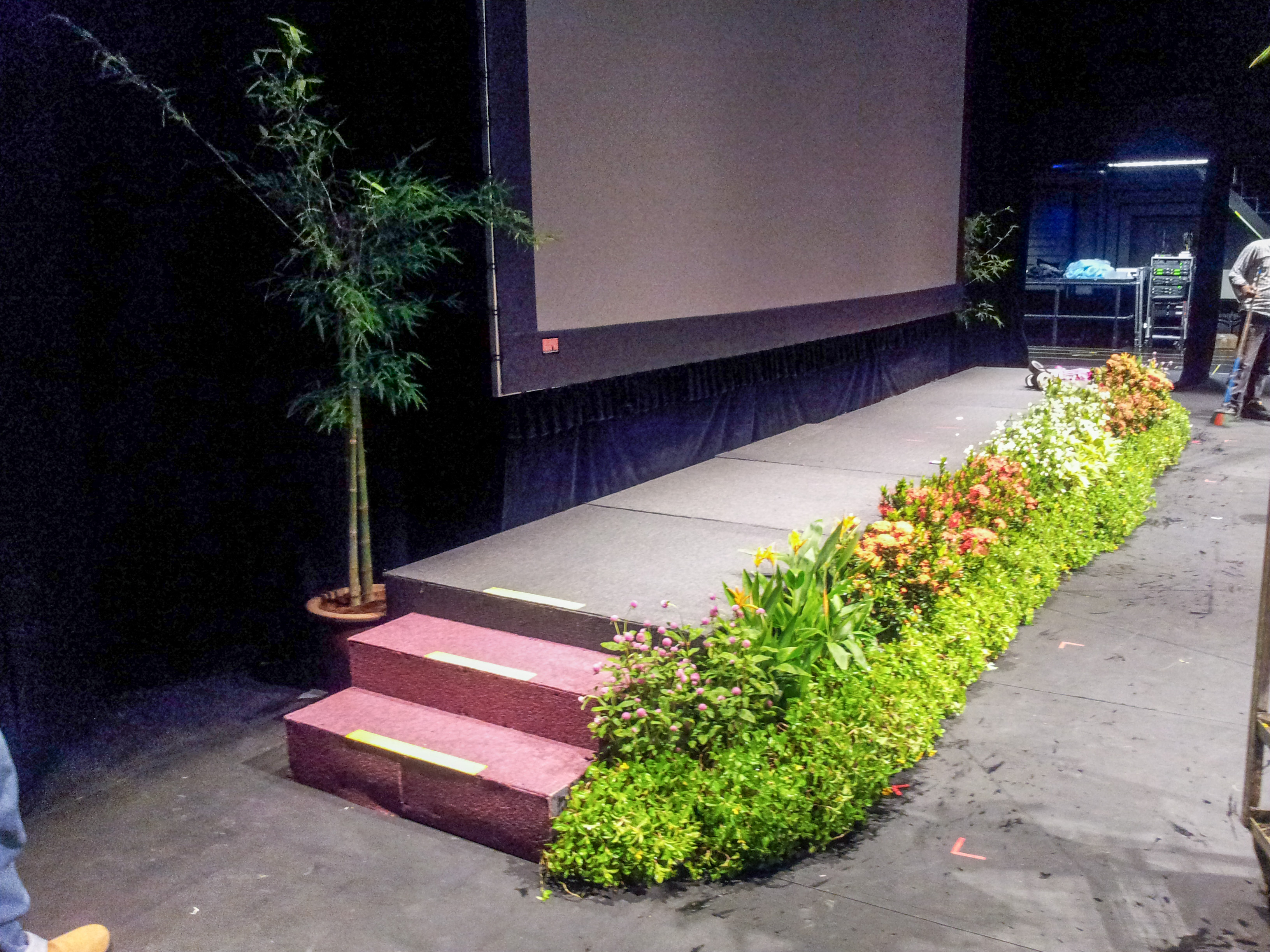 Event-Plants-Deco-Onstage-Arrangement